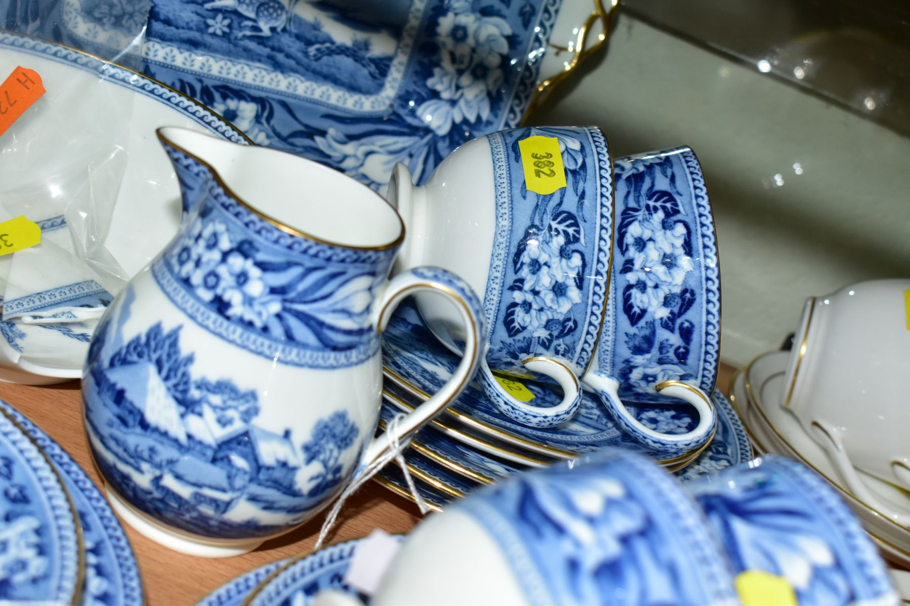 AN EARLY 20TH CENTURY WEDGWOOD BONE CHINA BLUE AND WHITE FALLOW DEER PATTERN PART TEA SET, brown - Image 5 of 6