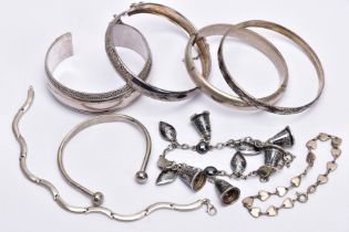 A BAG OF ASSORTED SILVER AND WHITE METAL BRACELETS, to include a silver hinged bangle with a