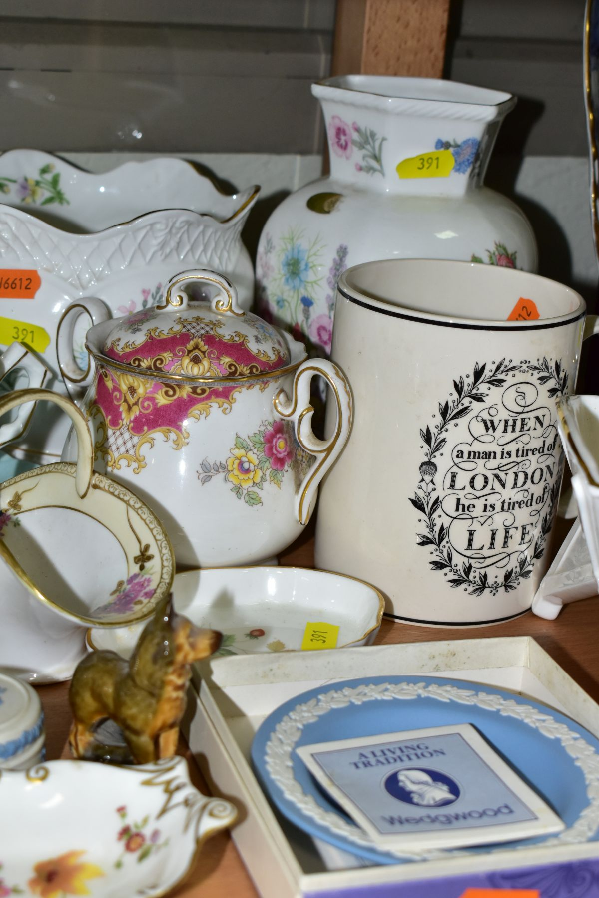A GROUP OF ASSORTED WEDGWOOD, ROYAL CROWN DERBY, AYNSLEY, WADE, ETC, to include a Wedgwood 'The - Image 7 of 10