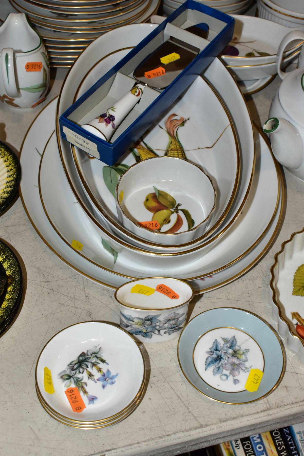 A QUATITY OF ROYAL WORCESTER 'EVESHAM' TABLEWARES, to include tureens, souffle dishes, meat - Image 4 of 9