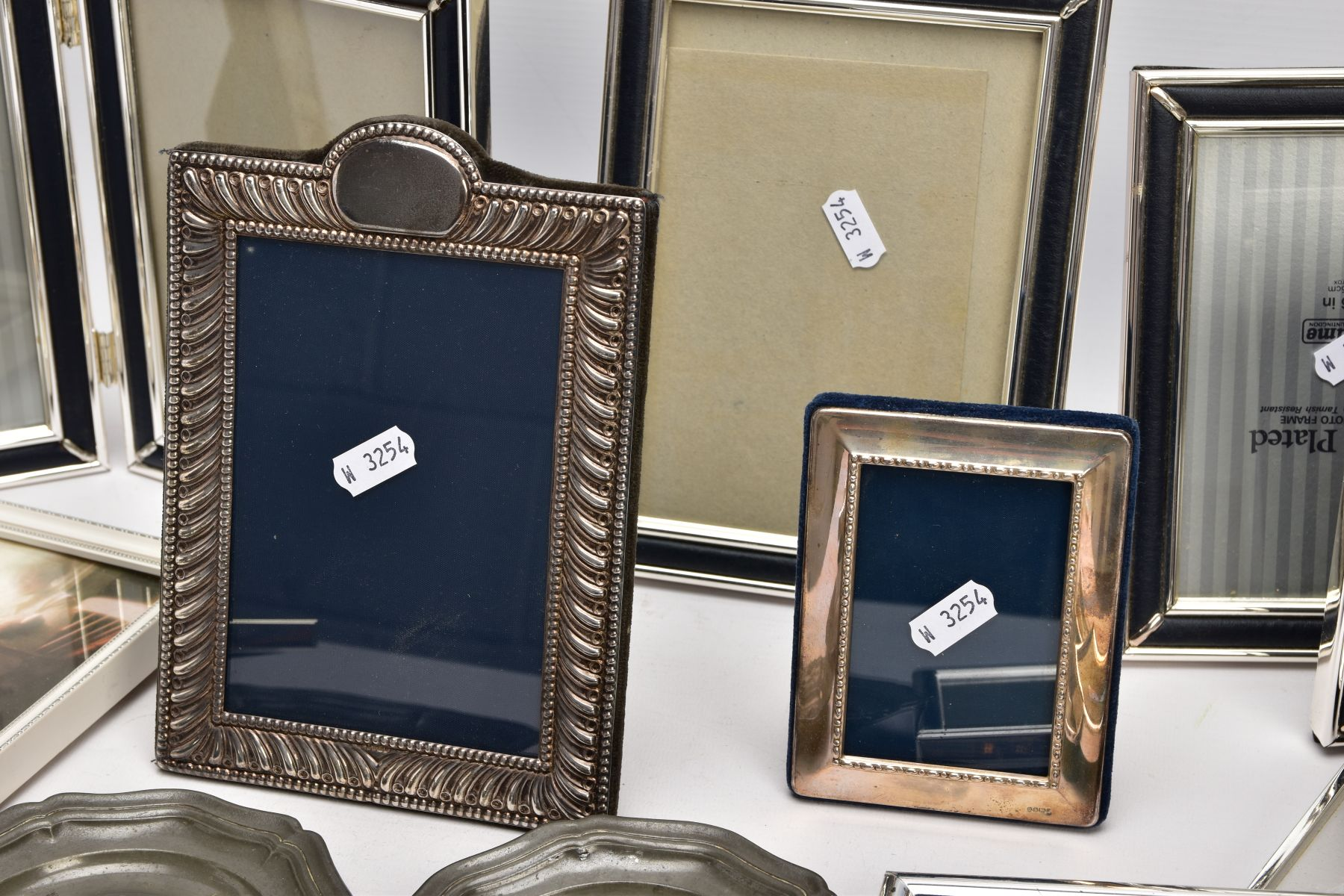 A BOX OF SILVER, SILVER PLATE AND WHITE METAL PHOTOFRAMES, to include a small silver, rectangular - Image 3 of 3
