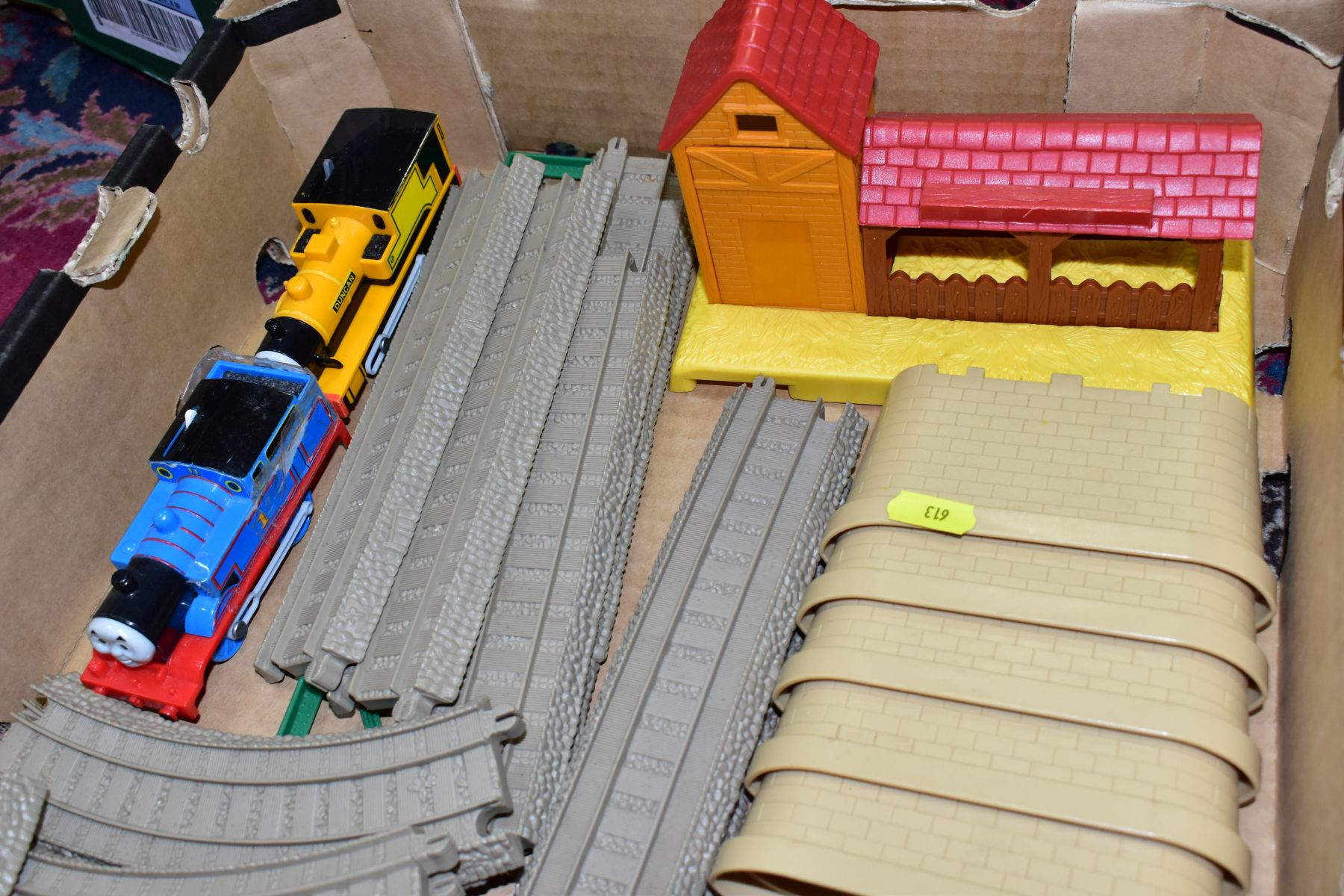 A QUANTITY OF UNBOXED AND ASSORTED HORNBY MICRO SCALEXTRIC, to include assorted cars, track, - Image 4 of 5