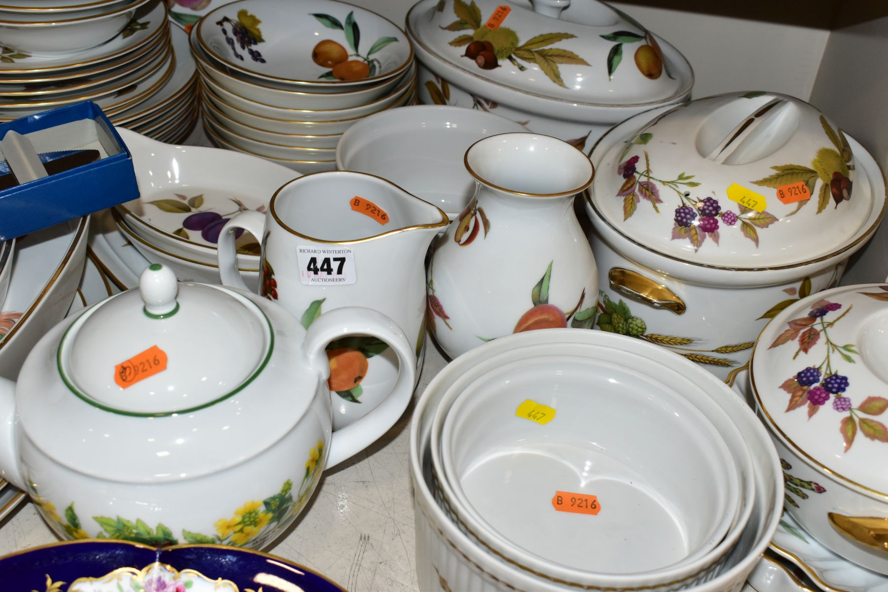 A QUATITY OF ROYAL WORCESTER 'EVESHAM' TABLEWARES, to include tureens, souffle dishes, meat - Image 6 of 9