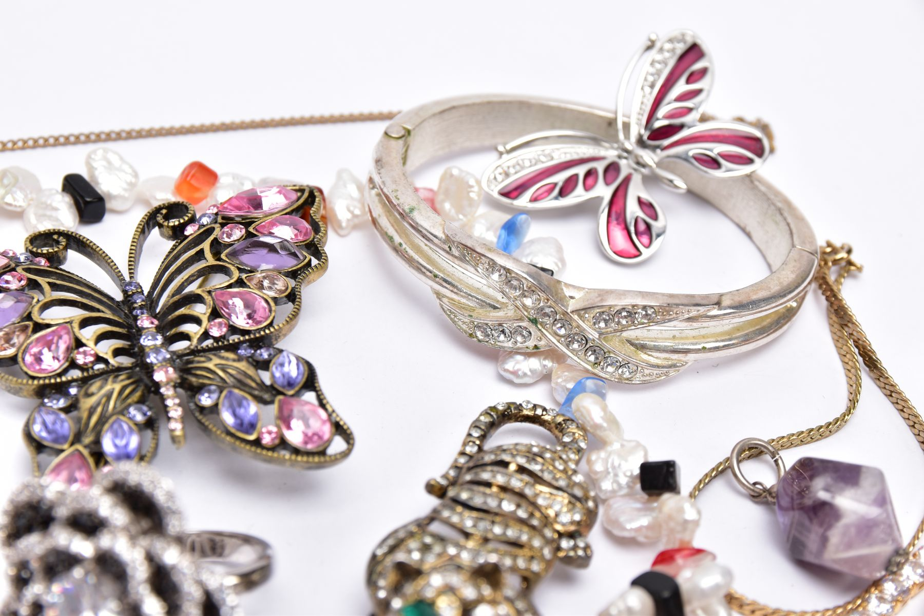 A BAG OF ASSORTED COSTUME JEWELLERY, to a yellow metal cubic zirconia set line bracelet, fitted with - Image 3 of 5
