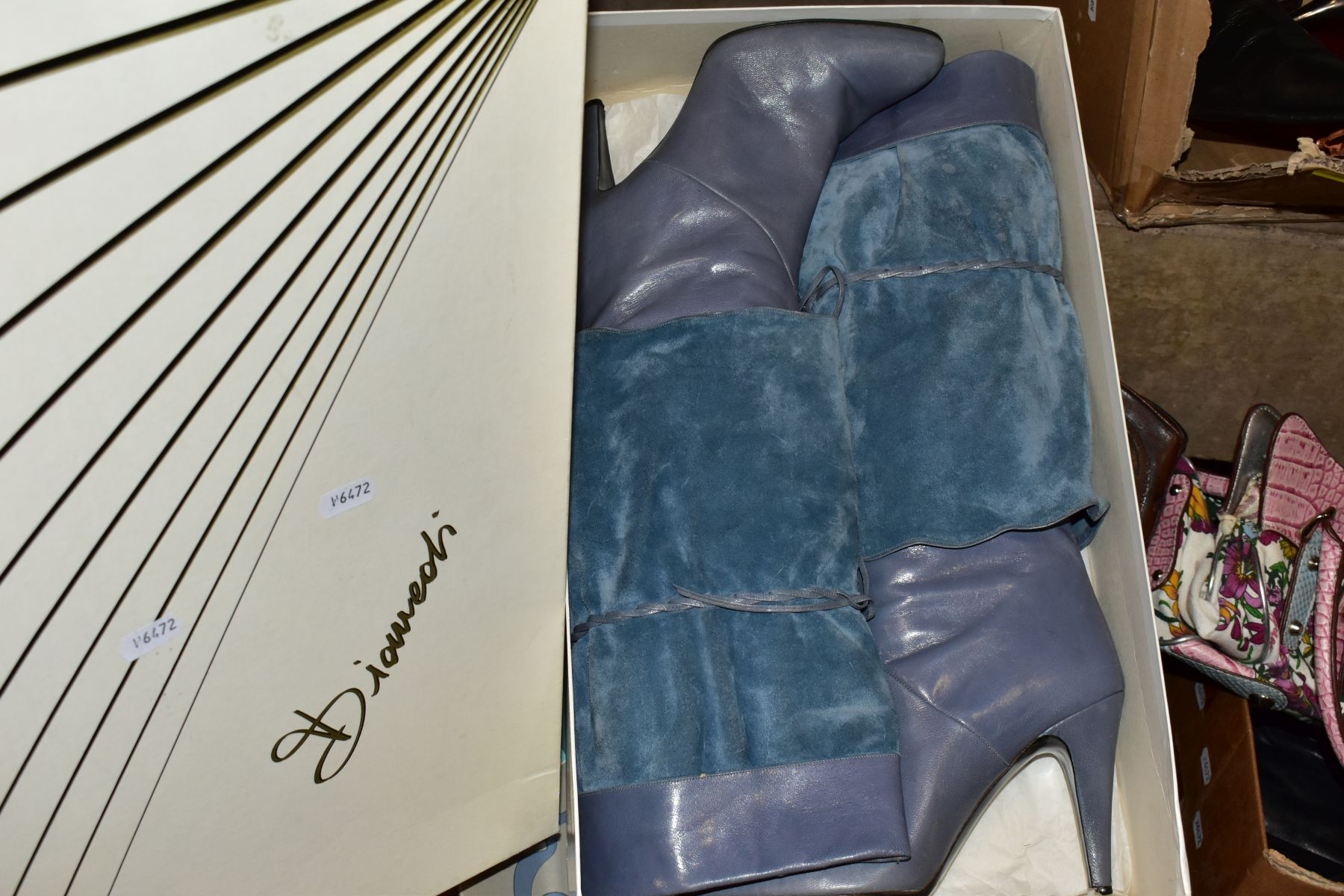 A QUANTITY OF LADIES SHOES AND HANDBAGS, EVENING BAGS, BOXED AND LOOSE, including a boxed pair of - Image 7 of 7