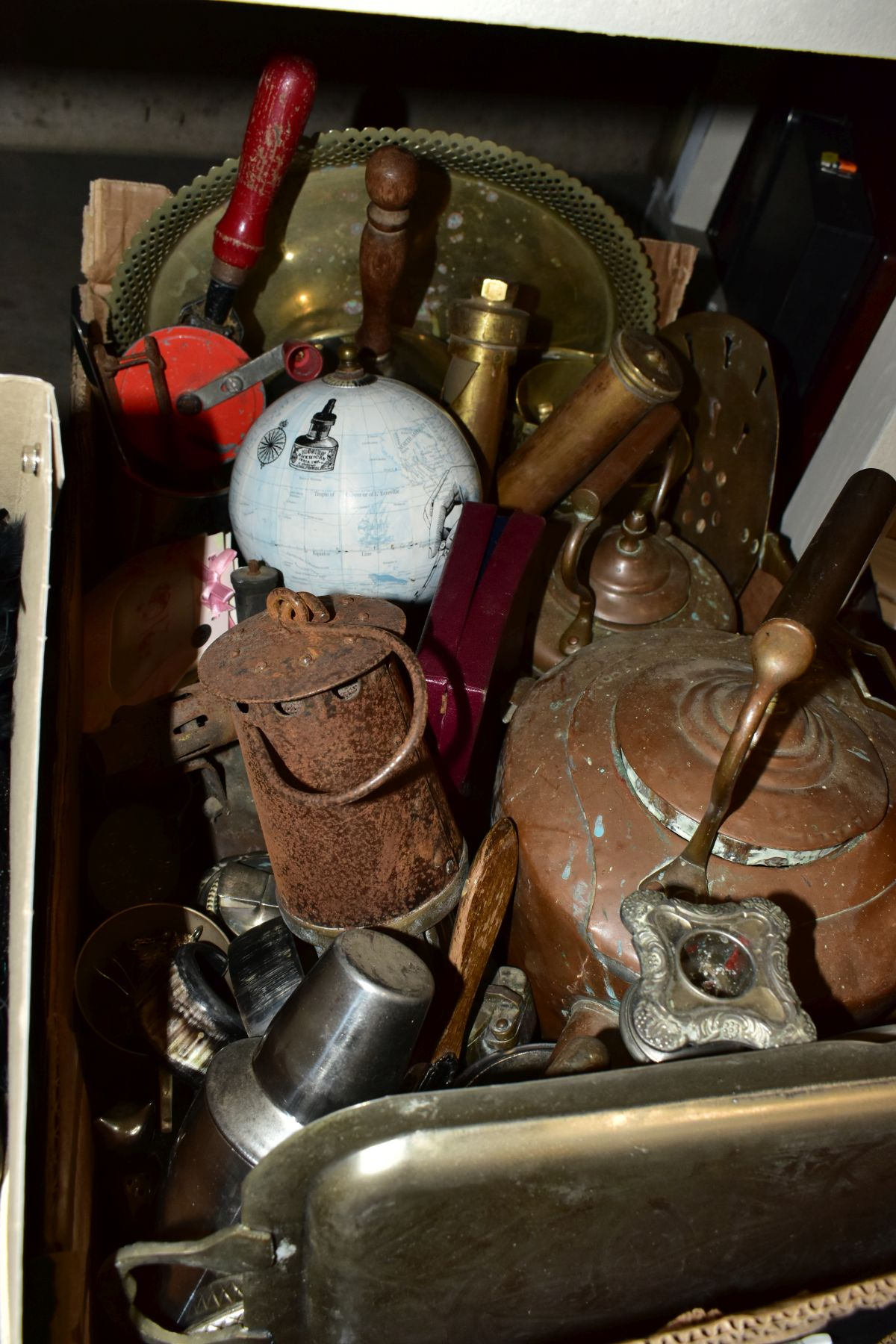 FOUR BOXES AND LOOSE METALWARE, HOUSEHOLD SUNDRIES, OIL LAMP, etc, to include board games, book - Image 13 of 16