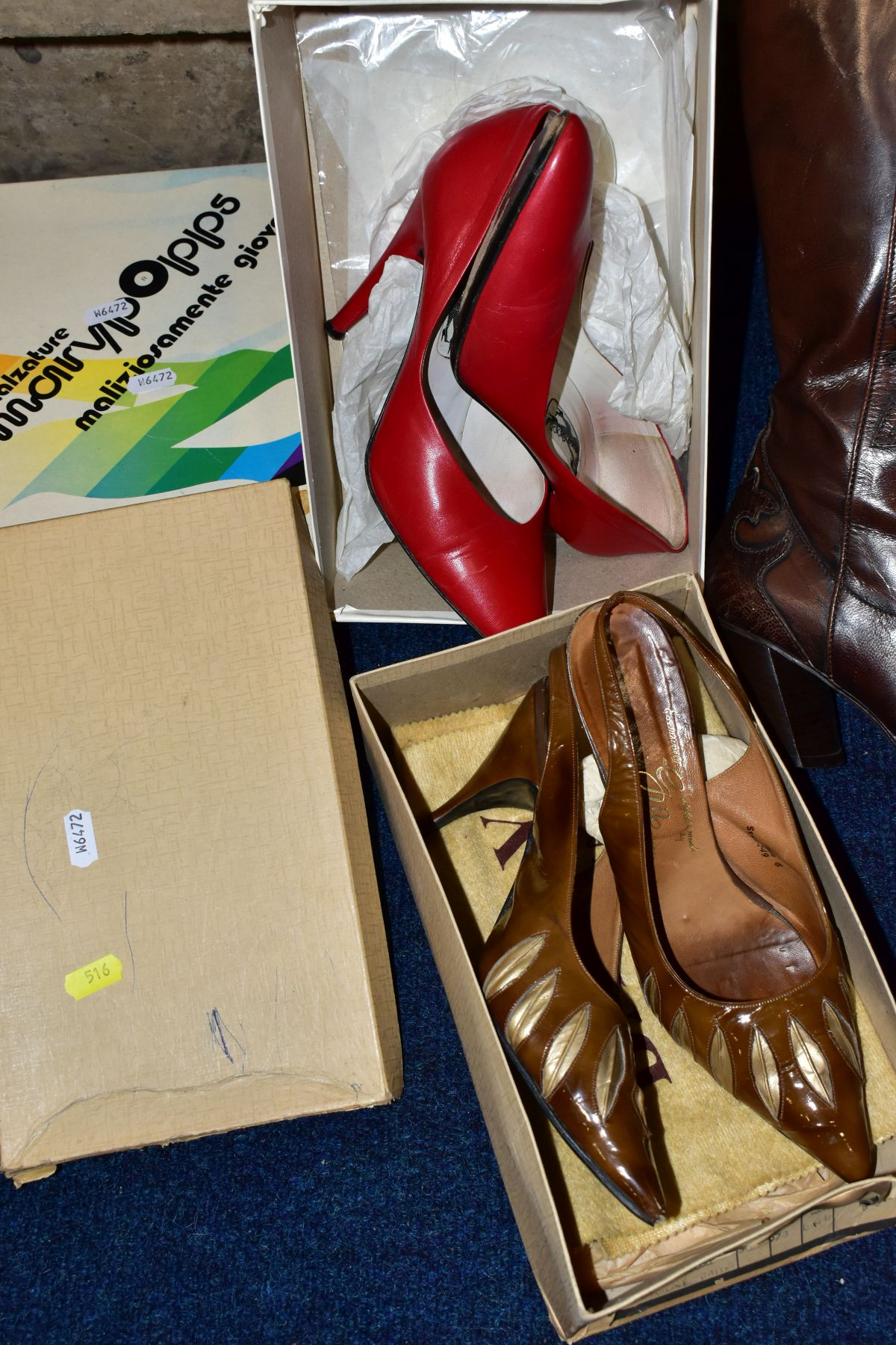 A QUANTITY OF LADIES SHOES AND HANDBAGS, EVENING BAGS, BOXED AND LOOSE, including a boxed pair of - Image 5 of 7