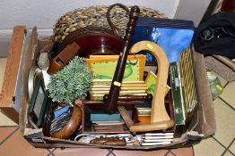 A BOX AND LOOSE OF TREEN, TABLE MATS, COASTERS, etc, including a two division cutlery tray, a Levi's