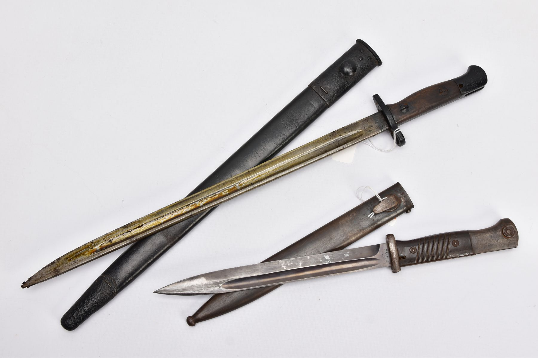 BRITISH 1907 PATTERN WWI ERA SMLE RIFLE BAYONET AND SCABBARD, proof marked etc and a German WWII