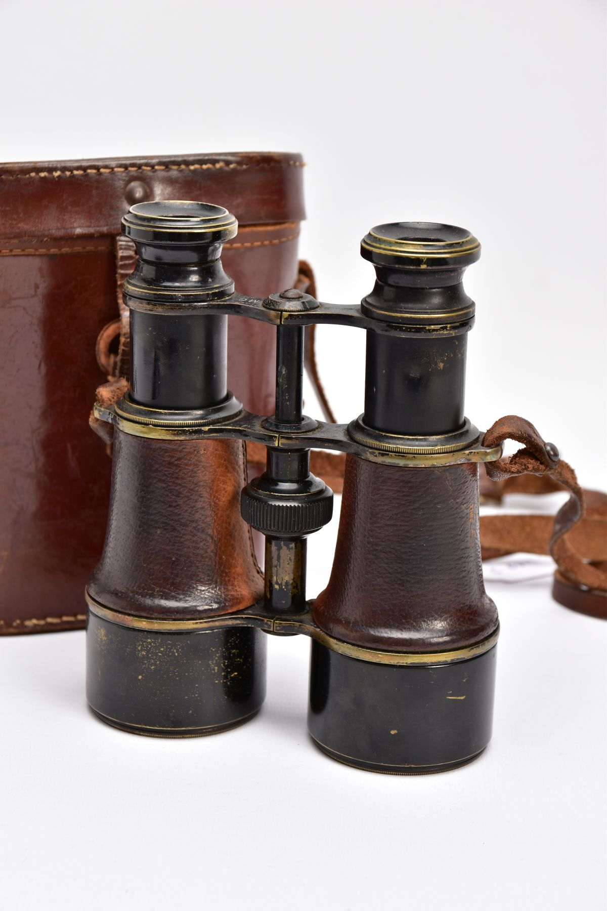 A BOXED PAIR OF FRENCH MADE MG (MINISTERE LA GUERE) WWI BINOCULARS, which are marked Mk V SPL & - Image 4 of 7