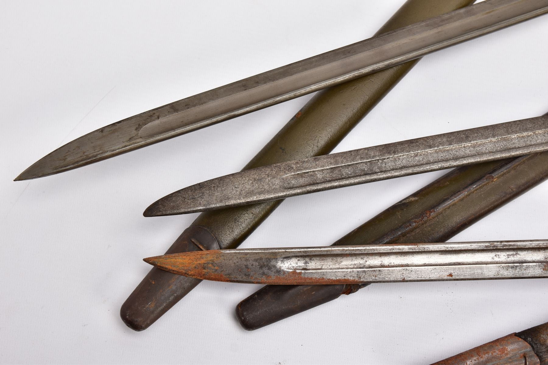 THREE WWI ERA US ISSUE RIFLE BAYONETS, all by Remington, all with proof marks, makers stamps, two - Image 10 of 10