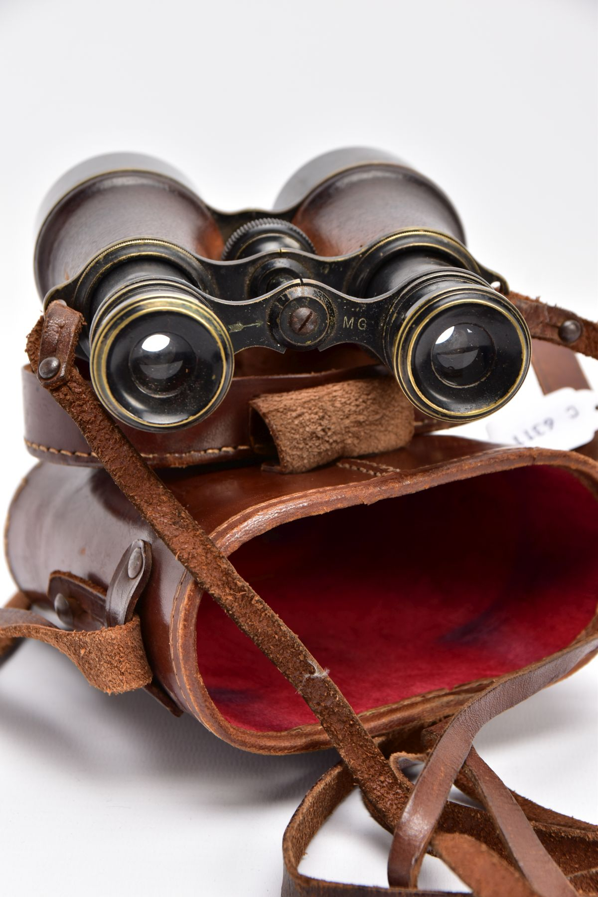 A BOXED PAIR OF FRENCH MADE MG (MINISTERE LA GUERE) WWI BINOCULARS, which are marked Mk V SPL & - Image 6 of 7