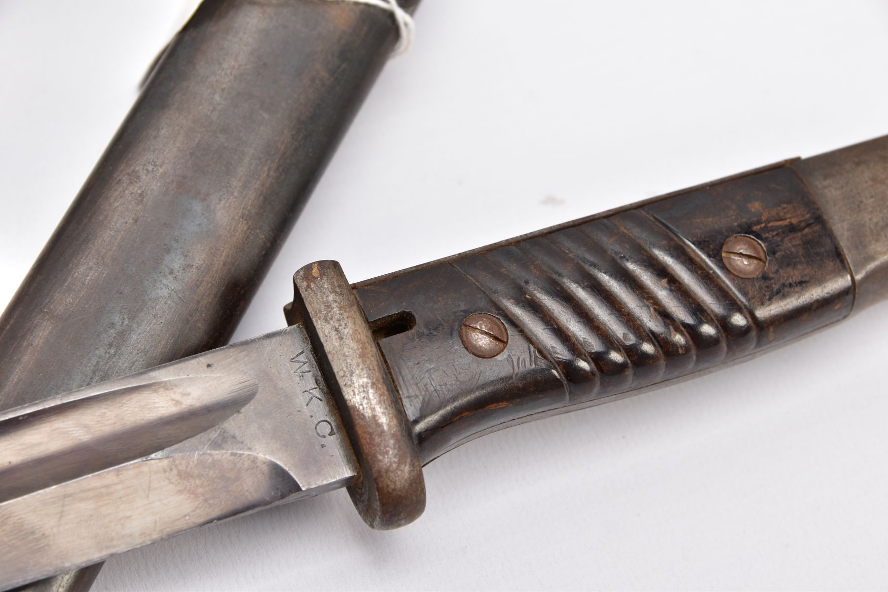 BRITISH 1907 PATTERN WWI ERA SMLE RIFLE BAYONET AND SCABBARD, proof marked etc and a German WWII - Image 7 of 9