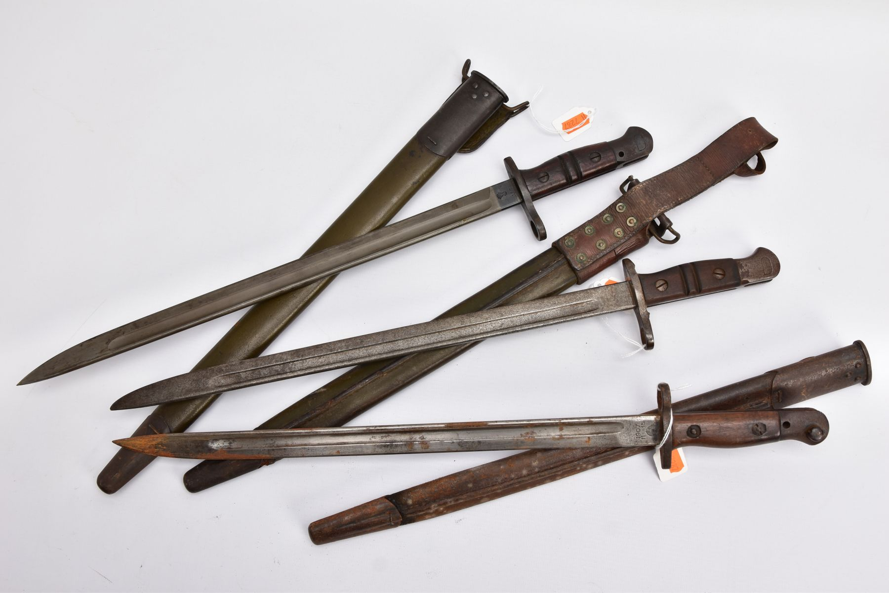 THREE WWI ERA US ISSUE RIFLE BAYONETS, all by Remington, all with proof marks, makers stamps, two - Image 6 of 10