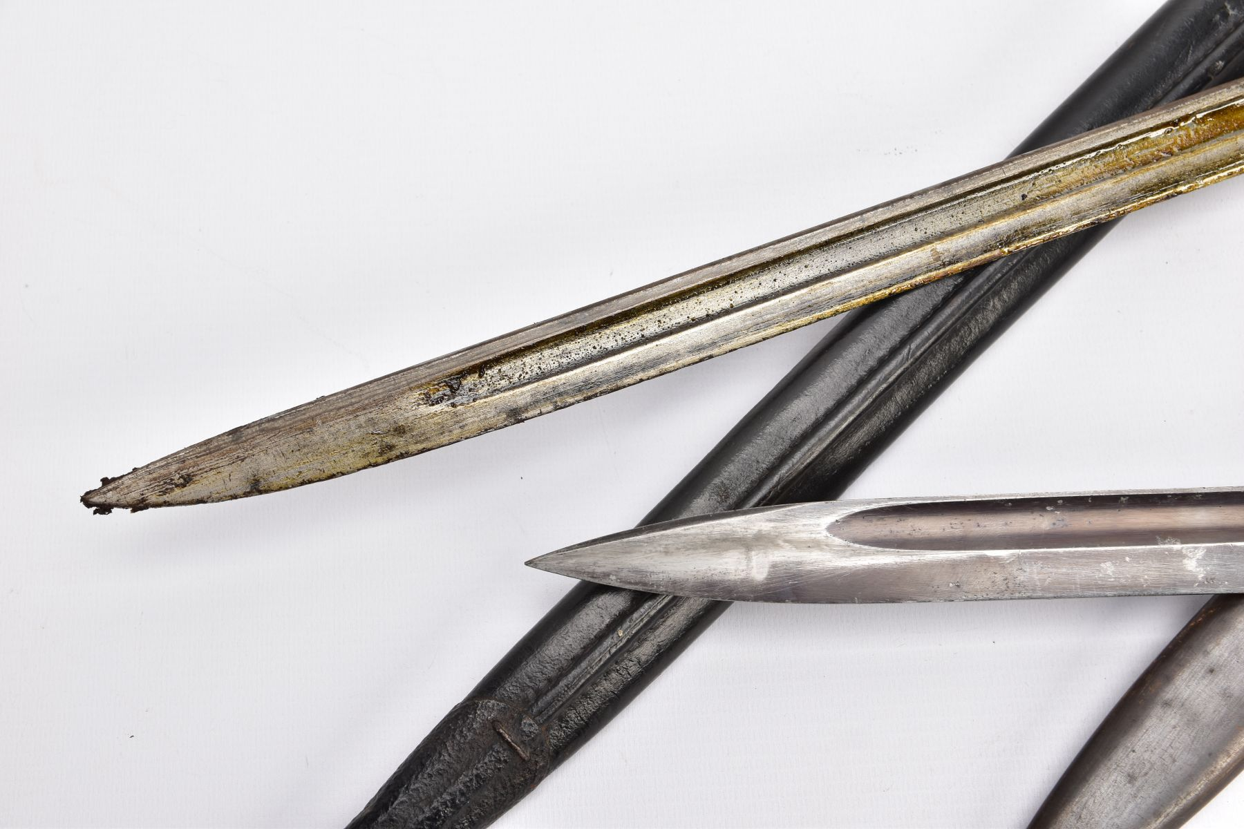 BRITISH 1907 PATTERN WWI ERA SMLE RIFLE BAYONET AND SCABBARD, proof marked etc and a German WWII - Image 8 of 9