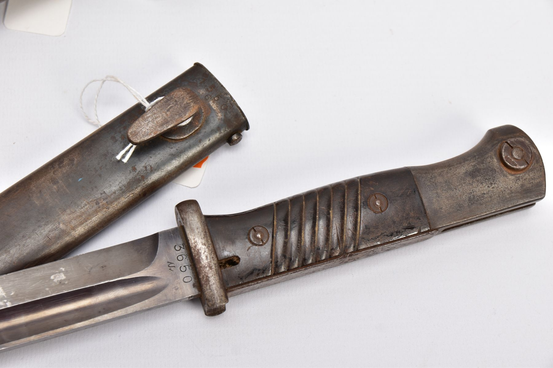 BRITISH 1907 PATTERN WWI ERA SMLE RIFLE BAYONET AND SCABBARD, proof marked etc and a German WWII - Image 2 of 9