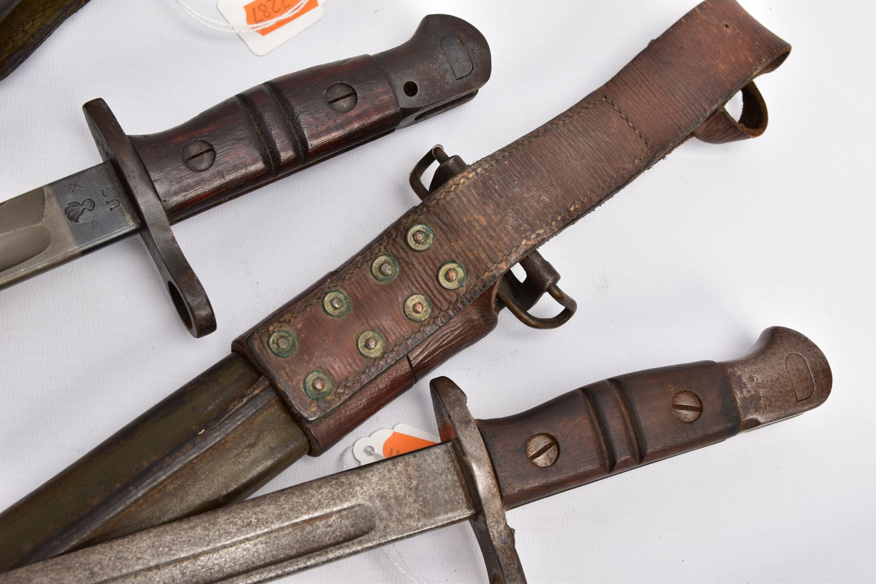 THREE WWI ERA US ISSUE RIFLE BAYONETS, all by Remington, all with proof marks, makers stamps, two - Image 8 of 10