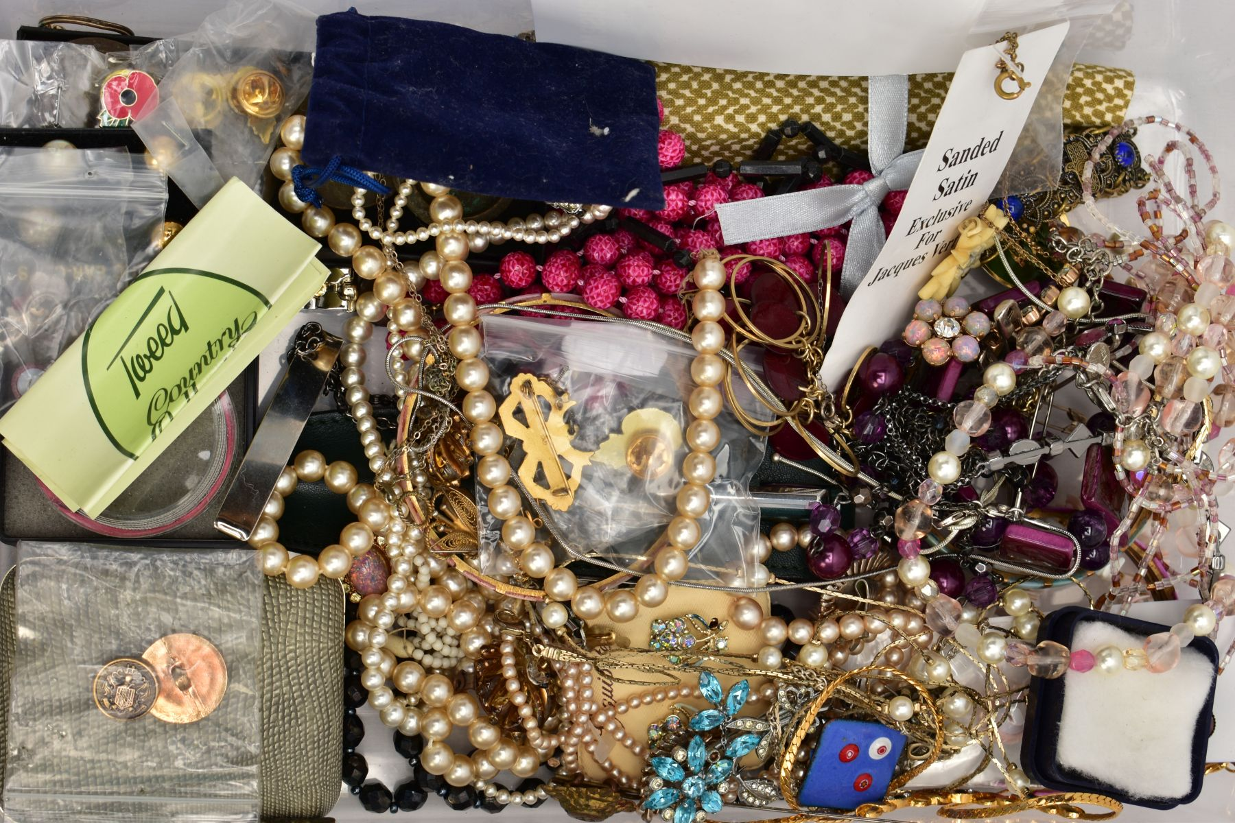 TWO BOXES OF WRISTWATCHES AND COSTUME JEWELLERY, to include a box of assorted ladies and gents dress - Image 4 of 6