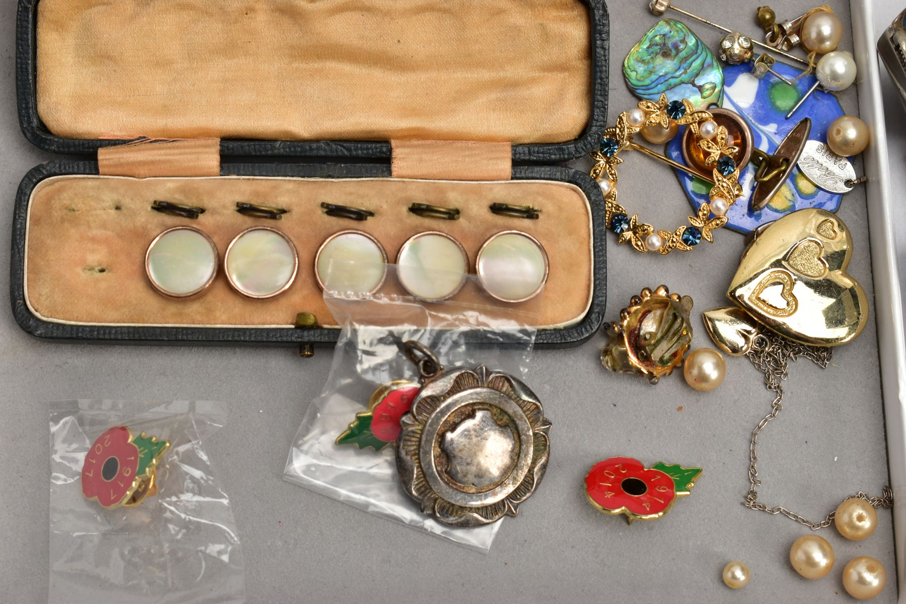 TWO BOXES OF WRISTWATCHES AND COSTUME JEWELLERY, to include a box of assorted ladies and gents dress - Image 6 of 6