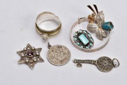 A SELECTION OF WHITE METAL JEWELLERY, to include a silver child's bangle in the form of a textured