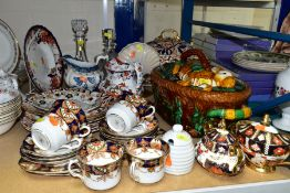 A GROUP OF CERAMICS AND GLASSWARE, including a reproduction majolica game pie dish, an Imari