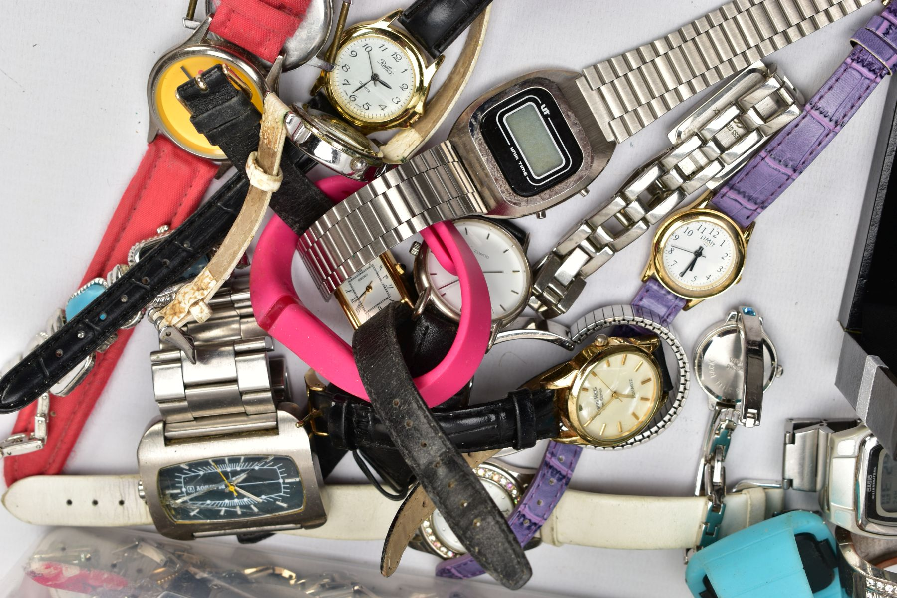 TWO BOXES OF WRISTWATCHES AND COSTUME JEWELLERY, to include a box of assorted ladies and gents dress - Image 5 of 6