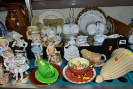 A BOX AND LOOSE TEAWARES AND ORNAMENTS etc, to include Wedgwood hand painted part teaset, pattern
