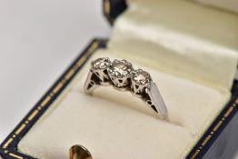 AN 18CT WHITE GOLD THREE STONE DIAMOND RING, designed with three graduated round brilliant cut