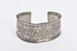 A PEWTER 'JORGEN JENSEN' BANGLE, handmade bangle with a beaded design, signed 'Jorgen Jensen,