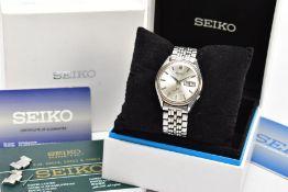 A GENTS SEIKO AUTOMATIC WRISTWATCH, round silver dial signed 'Seiko Automatic, grand Seiko