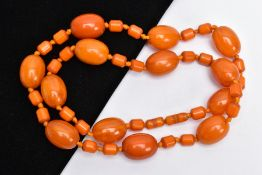 AN AMBER COLOURED BAKELITE BEAD NECKLACE, designed with thirteen large oval beads each measuring