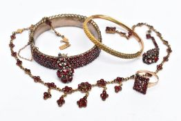 A SELECTION OF BOHEMIAN GARNET JEWELLERY, to include a yellow metal floral designed necklace, fitted
