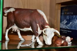 A BOXED ROYAL DOULTON/HEREFORD COW AND CALF FIGURE GROUP, DA34, matt finish, on wooden plinth, Royal