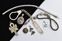 A SELECTION OF SILVER AND WHITE METAL JEWELLERY, to include a silver and jasper cabochon set