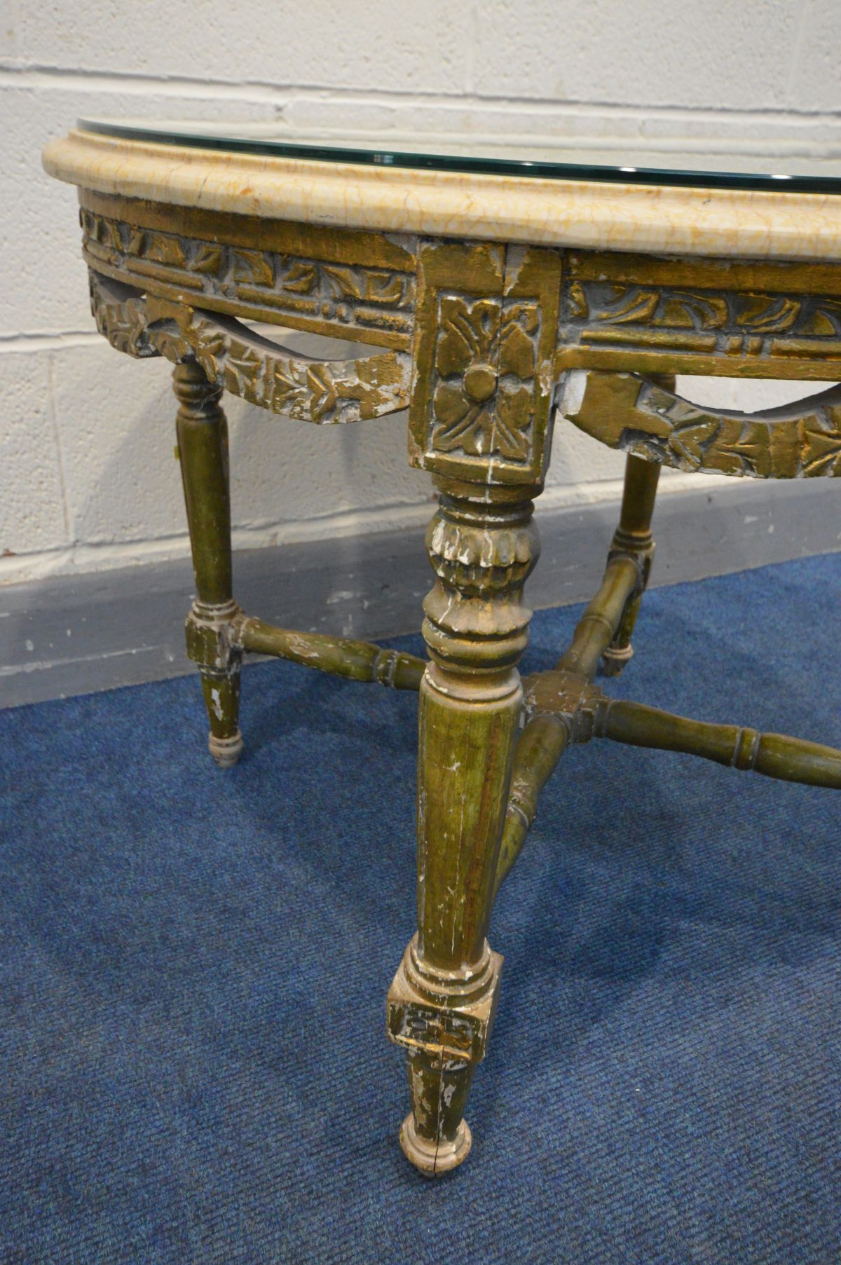 A 19TH CENTURY CIRCULAR GILTWOOD LOUIS XVI STYLE TABLE, marble top, foliate carving, on four - Image 3 of 5