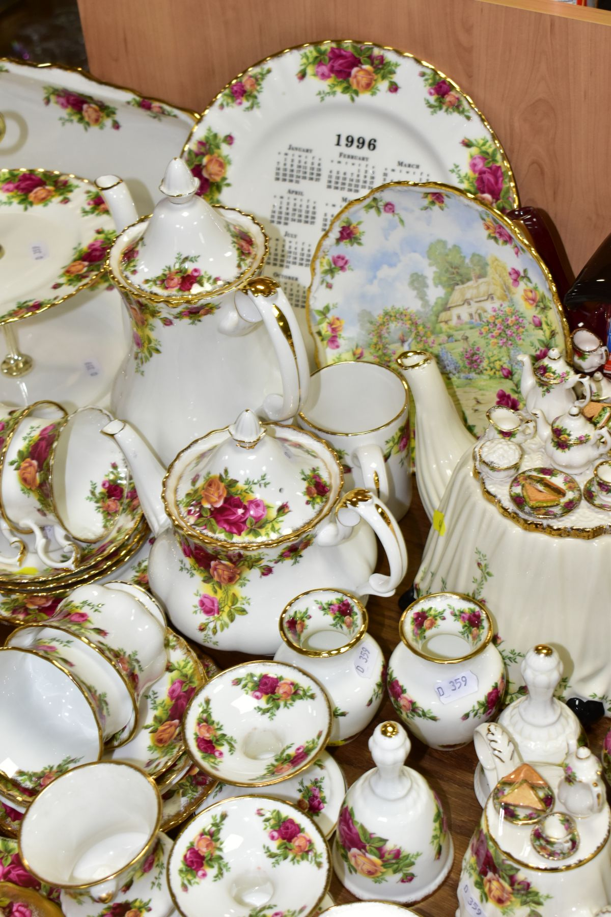 ROYAL ALBERT 'OLD COUNTRY ROSES' DINNER/TEA WARES, NOVELTY TEAPOTS AND TRINKETS, comprising two - Image 5 of 12
