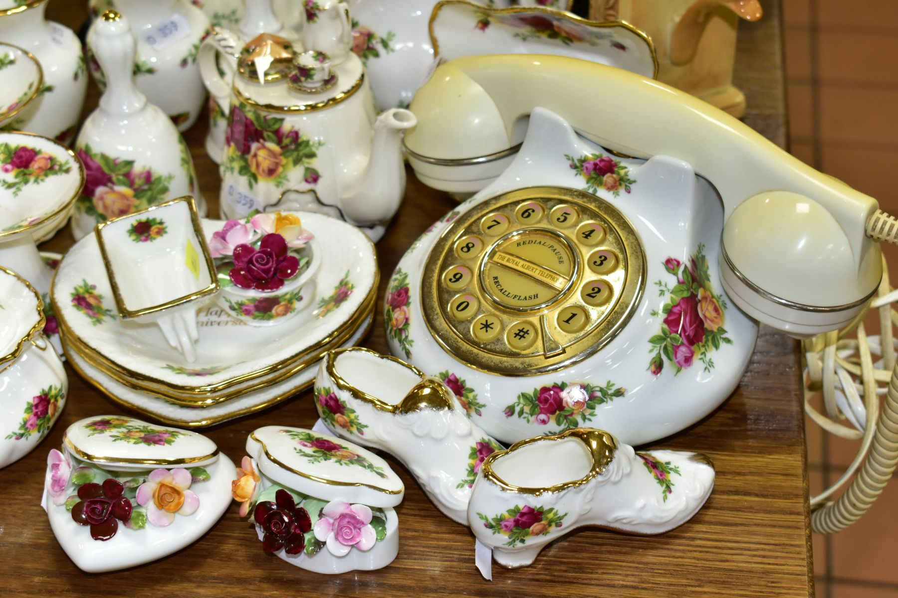 ROYAL ALBERT 'OLD COUNTRY ROSES' DINNER/TEA WARES, NOVELTY TEAPOTS AND TRINKETS, comprising two - Image 9 of 12