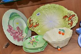 FOUR PIECES OF CARLTON WARE AND A SIMILAR UNMARKED SALAD DISH, the Carlton Ware comprising an