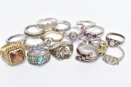 A BAG OF ASSORTED WHITE METAL RINGS, seventeen rings in total to include a silver gilt gents