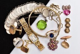 A BAG OF ASSORTED JEWELLERY, to include a silver gilt hinged bangle, decorative floral and foliate