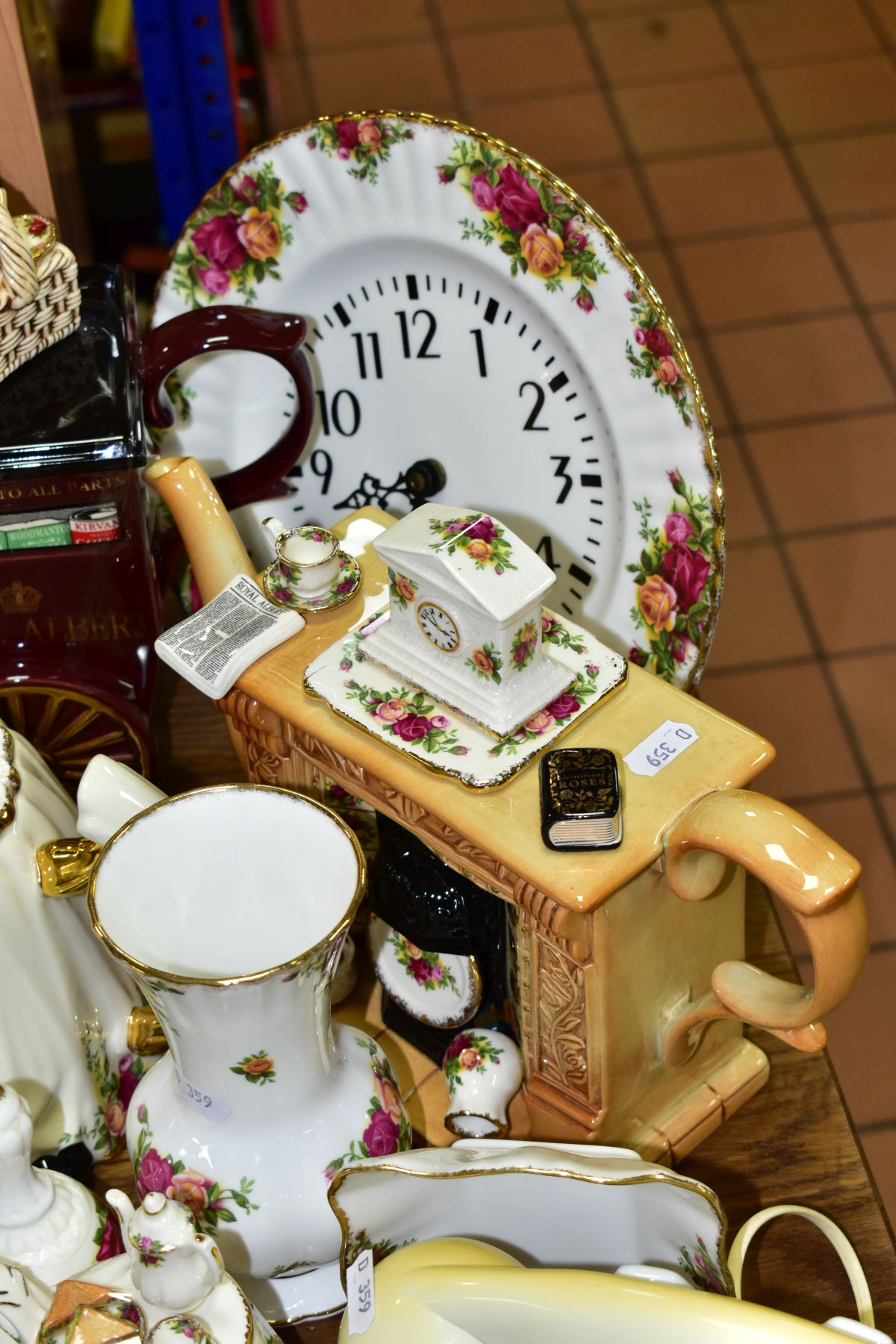 ROYAL ALBERT 'OLD COUNTRY ROSES' DINNER/TEA WARES, NOVELTY TEAPOTS AND TRINKETS, comprising two - Image 11 of 12