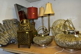 A GROUP OF DECORATIVE TABLE LAMPS, MODERN METAL LANTERNS, etc including two modern wire work
