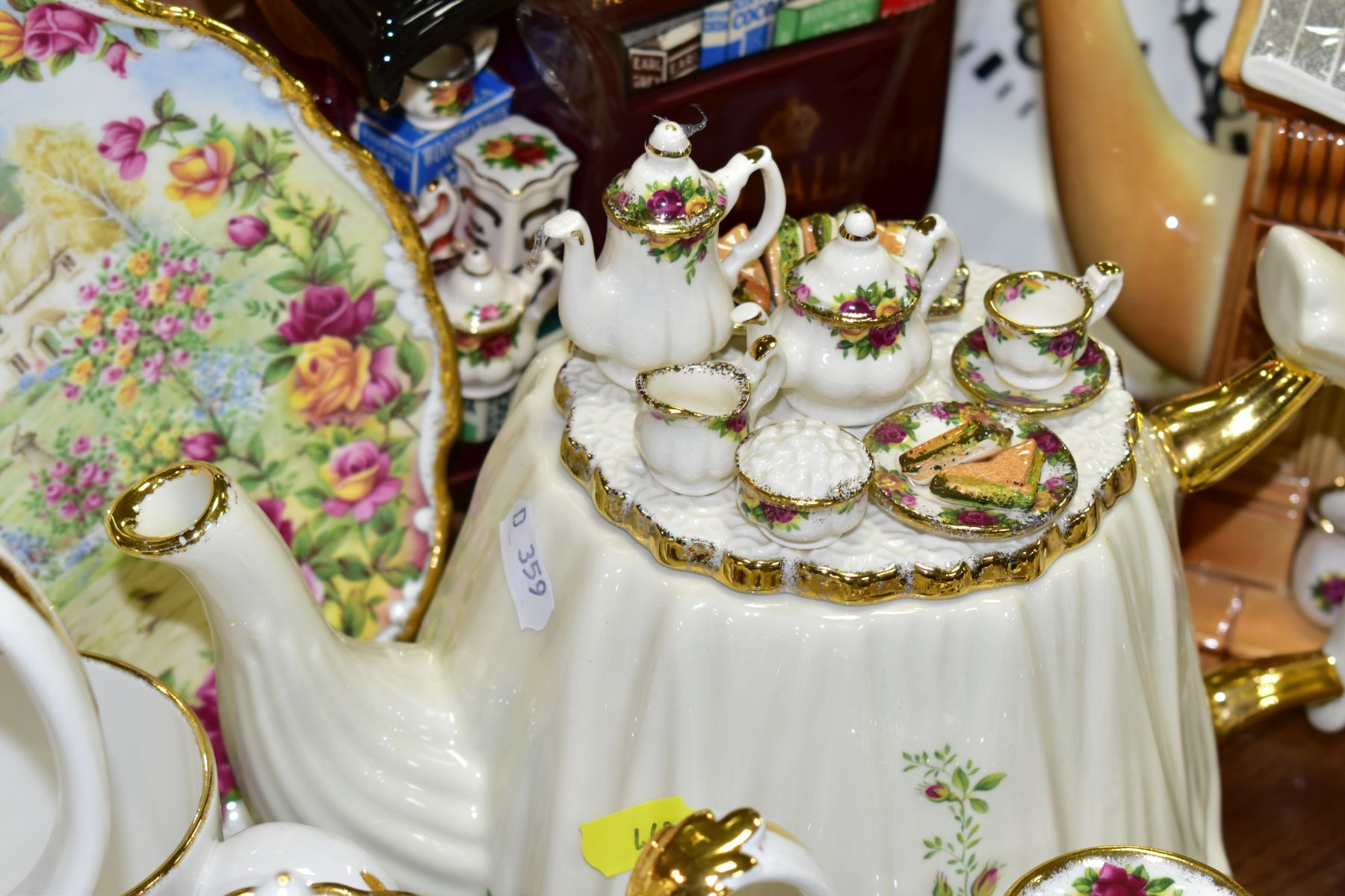ROYAL ALBERT 'OLD COUNTRY ROSES' DINNER/TEA WARES, NOVELTY TEAPOTS AND TRINKETS, comprising two - Image 7 of 12