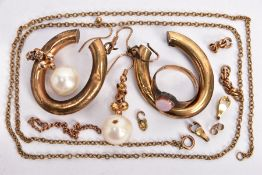 A SELECTION OF JEWELLERY, to include a pair of hollow hoop earrings, hooks with 9ct import marks,