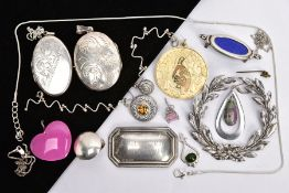 A SELECTION OF SILVER AND WHITE METAL JEWELLERY, to include a Danish silver wreath style brooch,