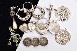 A BAG OF ASSORTED JEWELLERY, to include two white metal rings, set with colourless paste, each