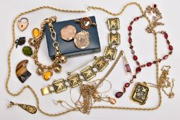 A BAG OF ASSORTED JEWELLERY, to include a yellow metal circular locket fitted with suspension ring