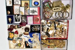 A BOX OF ASSORTED COSTUME JEWELLERY AND ITEMS, to include a tray of ladies and gents fashion