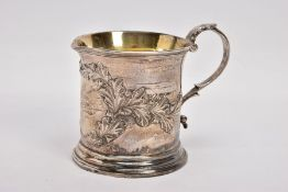 AN EARLY VICTORIAN SILVER CREAM JUG, with embossed acorn leaves scattered with acorns gathered in