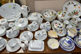 A COLLECTION OF ASSORTED 20TH CENTURY TEA AND DINNERWARES, comprising seventeen pieces of Royal